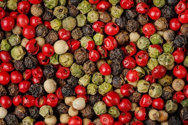 Mezcla de diferentes patrones de granos de pimienta. gastos generales.