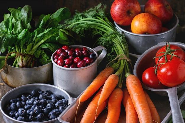 Mezcla de frutas, verduras y bayas.