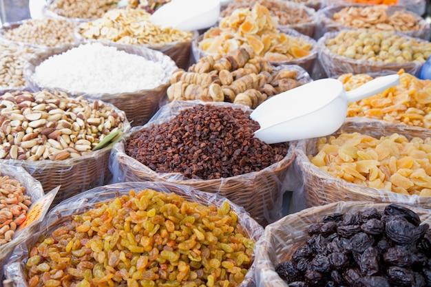 Mezcla de frutos secos recolectados.
