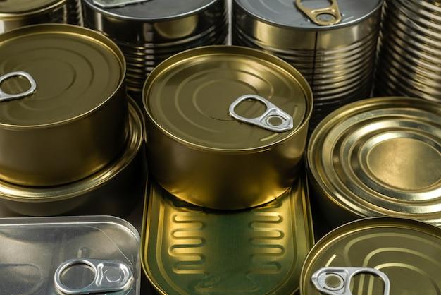 Mezcla de latas aisladas