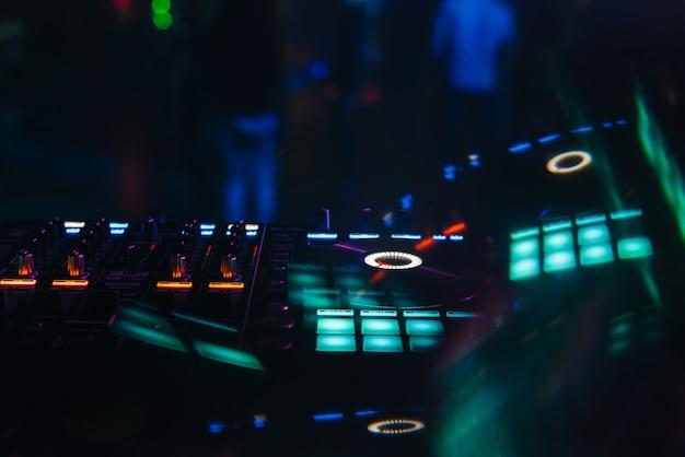 Mezclador de dj para mezclar música y sonido