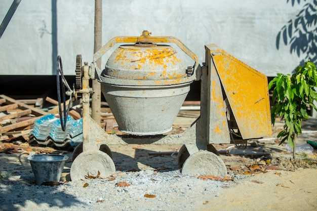 Mezclador de mortero amarillo