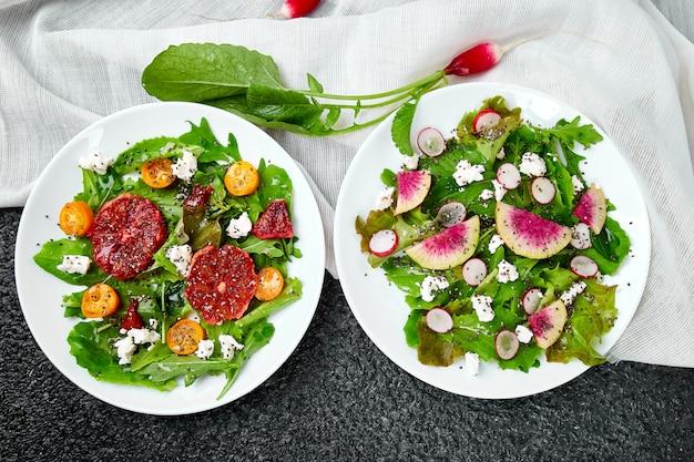 Mezclar ensaladas. vegano, vegetariano, comer limpio, hacer dieta, concepto de comida.
