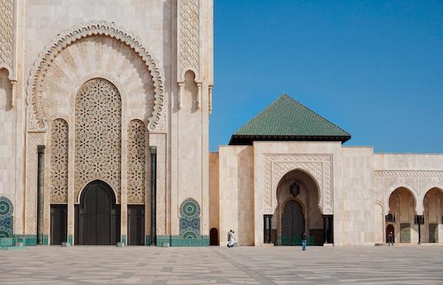 Mezquita blanca en casablanca, marruecos