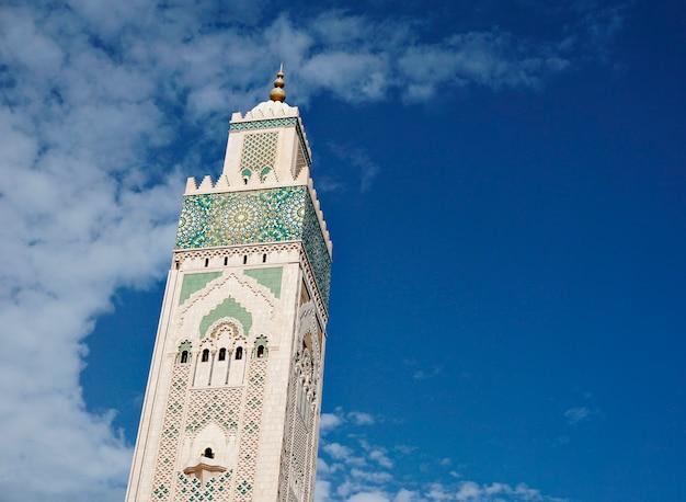 Mezquita con minarete en casablanca, marruecos