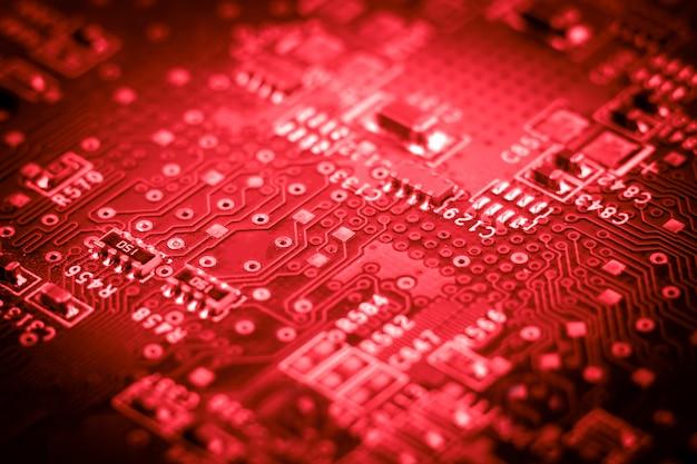 Microcircuitos electrónicos informáticos. macro. rojo