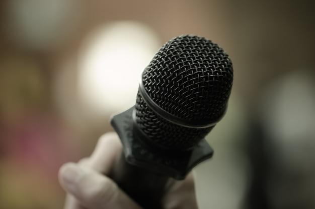 Micrófono de altavoz, micrófono en la sala de conferencias o sala de reuniones del seminario