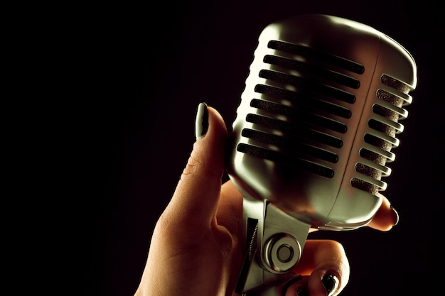 Micrófono de audio estilo retro.