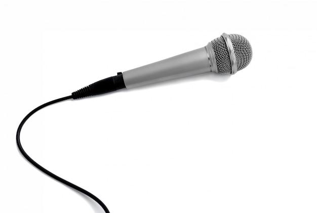 Micrófono en blanco con trazados de recorte