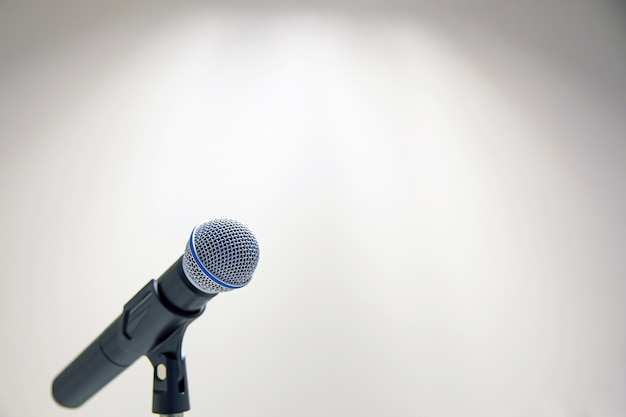 Micrófono con brillante.