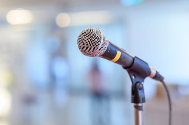 Micrófono de comunicación en el escenario.