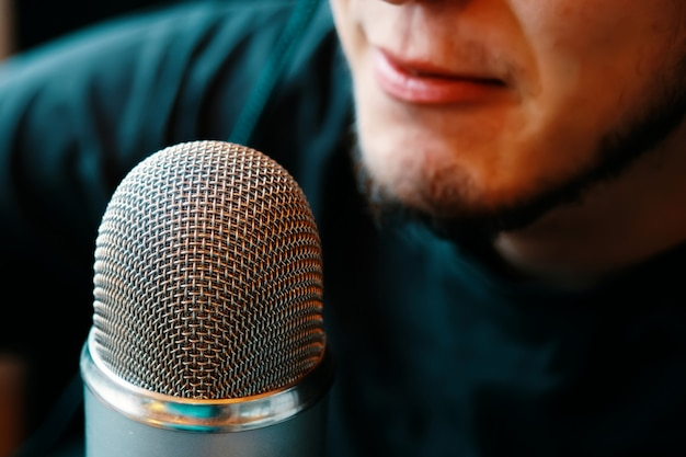 Micrófono de estudio podcast