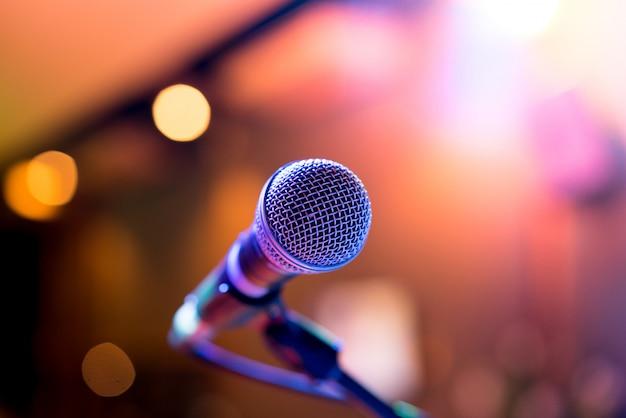 Micrófono en fiesta o concierto.