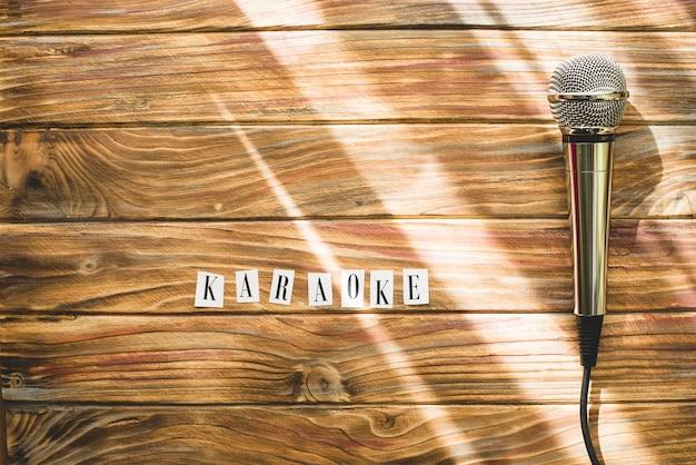 Micrófono y palabra karaoke