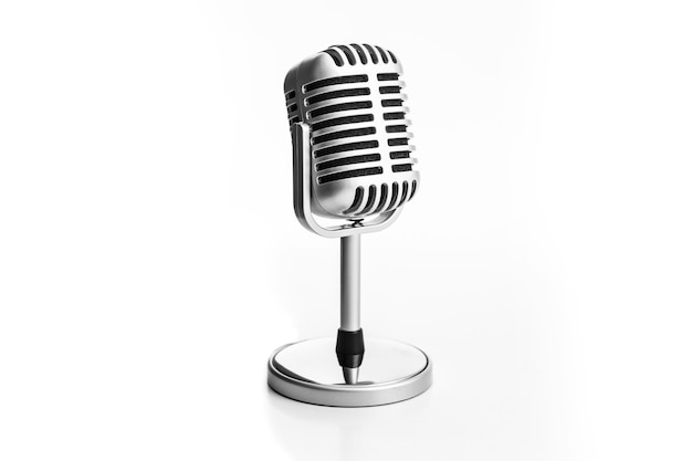 Micrófono retro aislado sobre fondo blanco