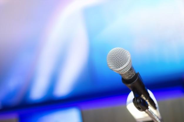 Micrófono en la sala de conferencias.