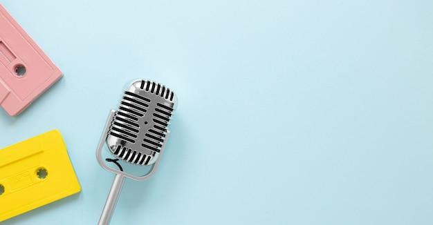 Micrófono de vista superior con espacio de copia