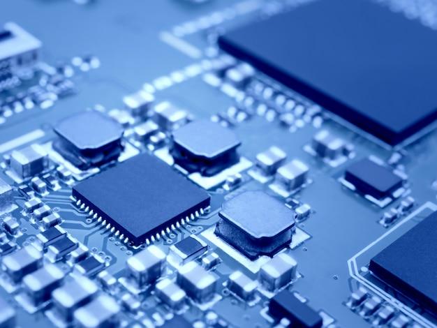 Microprocesador en placa de circuito electrónico.
