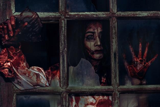 Miedo niña zombie sangrienta