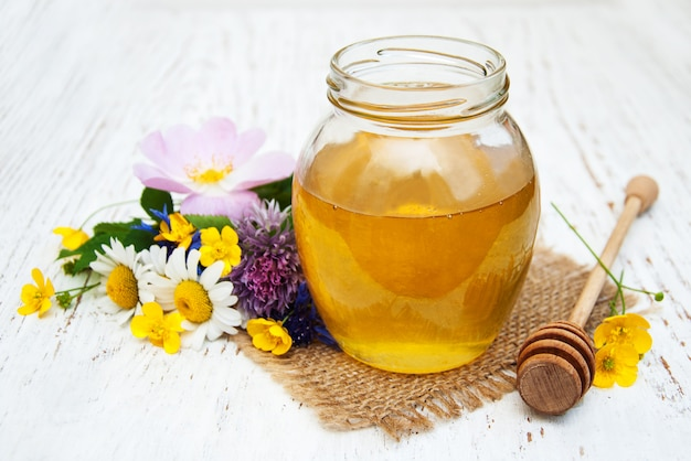 Miel y flores silvestres