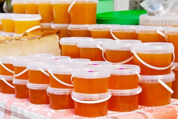 Miel en el mostrador de mercado