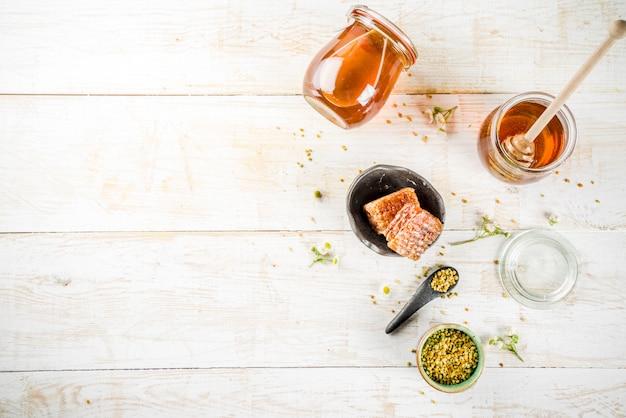 Miel con polen y panales de miel