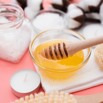 Miel y sales de baño para tratamientos de spa.