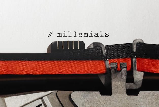 Millenials texto escrito en máquina de escribir retro