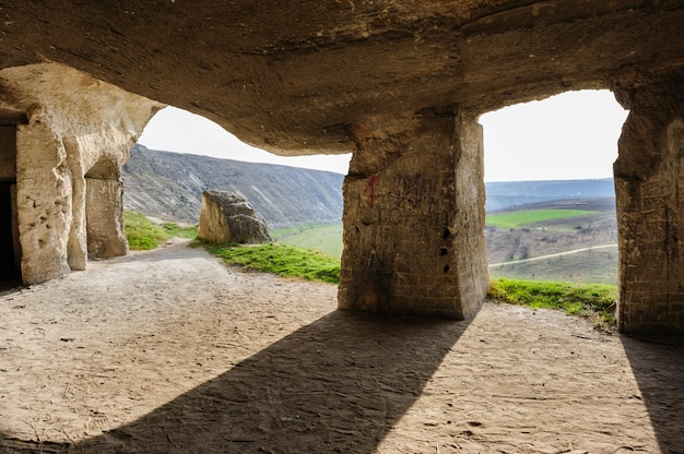 Minas de piedra caliza abandonadas, old orhei, moldavia