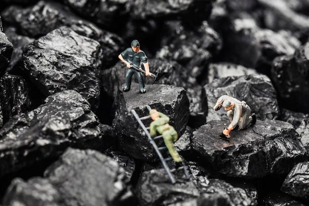 Minería de carbón simulada de estatuilla de juguete