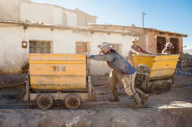 Mineros en potosi