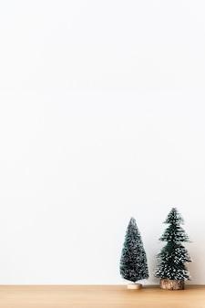 Mini árboles de navidad festivos