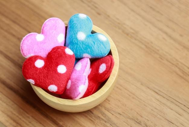 Mini corazón artesanal para decoraciones.