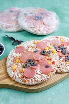 Mini pizzas congeladas caseras frescas.
