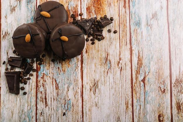 Mini tortas de chocolate fresco