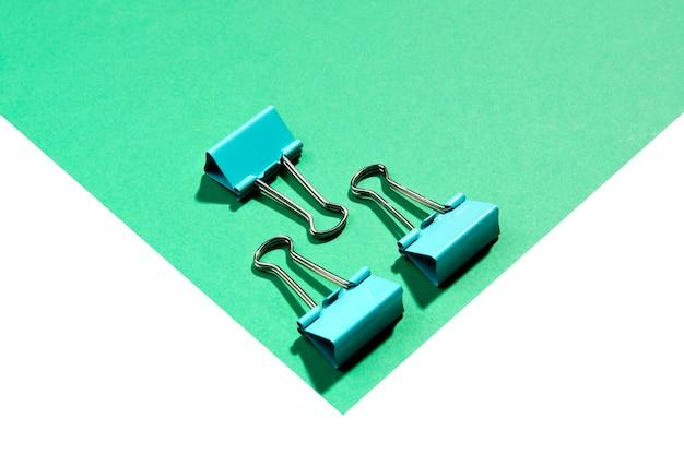 Minimalista de alta vista clips de papel de carpeta de metal