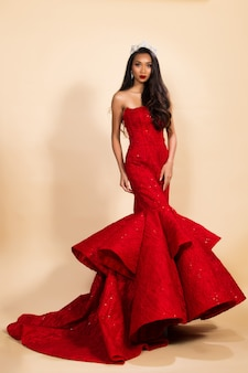 Miss concurso reina concurso de reina en vestido asiático