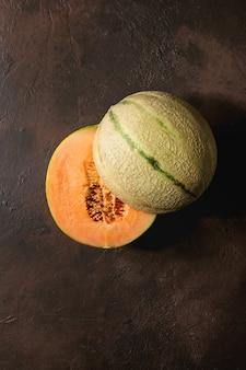 La mitad de melón cantaloupe