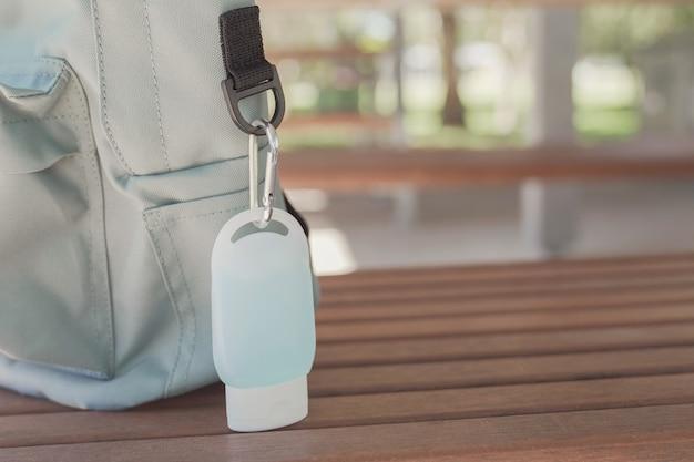 Mochila escolar para estudiantes con clip desinfectante para manos, reapertura de la escuela, regreso a la escuela