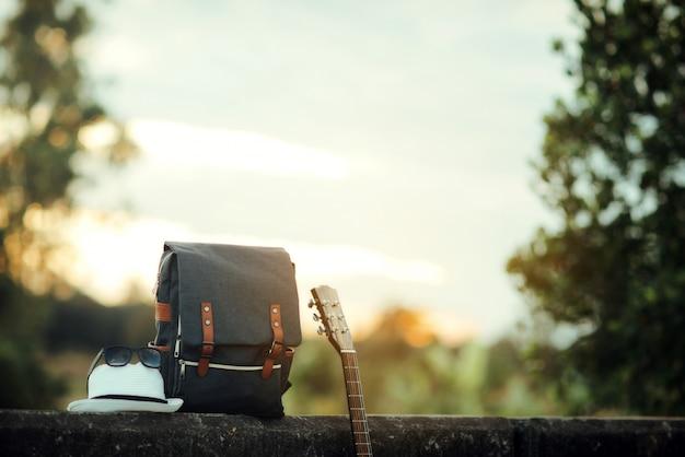 Mochila con puesta de sol