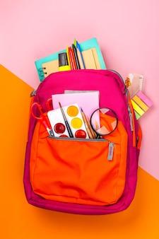 Mochila con utensilios escolares