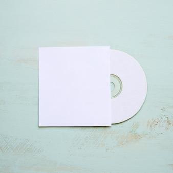 Mockup de cd con cubierta