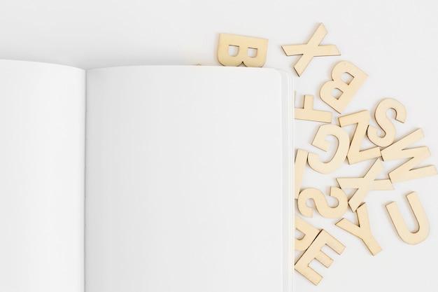 Mockup de cover con letras