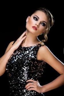 Moda. hermosa mujer vestida