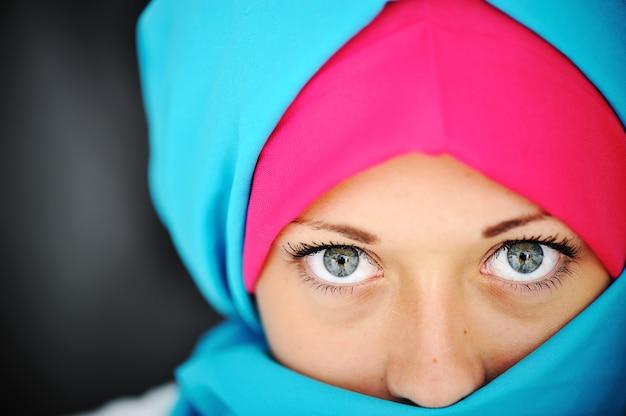 Moda hijab azul y rosa