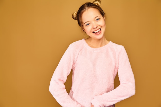 Moda mujer en ropa casual linda rosa