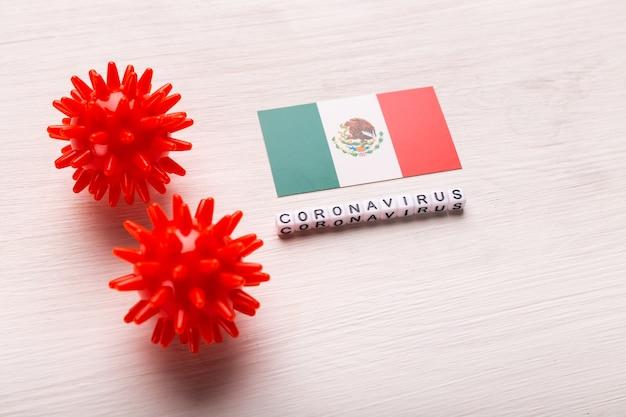 Modelo abstracto de la cepa del virus del coronavirus del síndrome respiratorio de oriente medio 2019-ncov o coronavirus covid-19 con texto y bandera de méxico en blanco