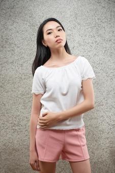Modelo asiático atractivo