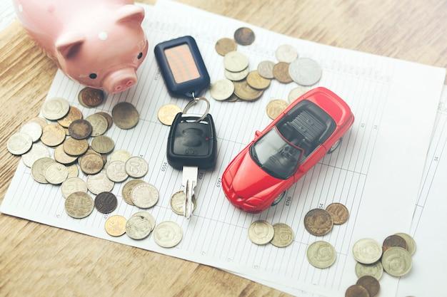 Modelo de auto y llave automática en documentos