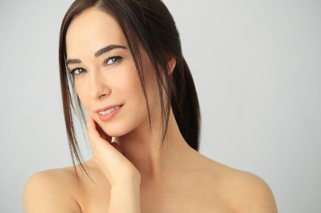 Modelo de belleza posando